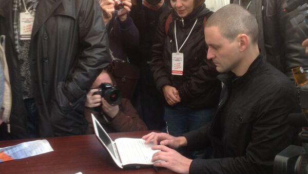 Удальцов голосует на выборах в Координационный совет оппозиции