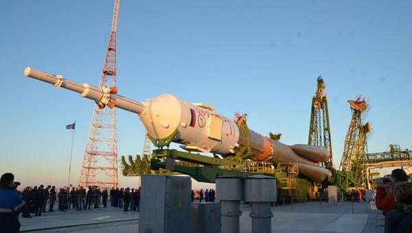 Вывоз ракеты-носителя Союз-ФГ с кораблем Союз ТМА-06М на космодроме Байконур. Архив