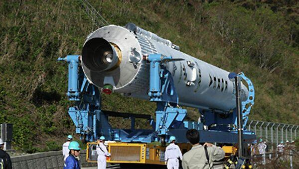 Вывоз ракеты-носителя KSLV-1 на стартовый комплекс. Архив