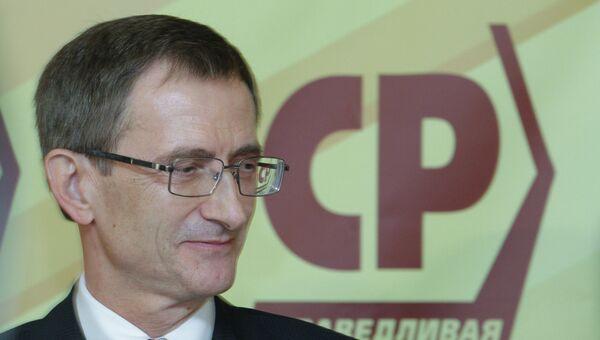 Председатель партии Справедливая Россия Николай Левичев на конференции партии.