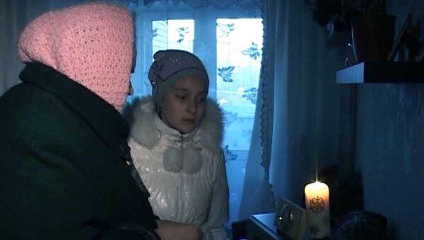 Жильцы несданного дома в Кирове греются с помощью плитки и свечей