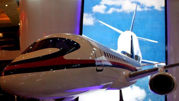 Макет самолета SSJ-100 на выставке Indo Defence 2012 в Джакарте. Архив