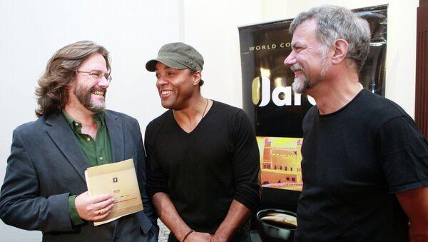 Художественный руководитель Королевского Шекспировского театра Грегори Доран, актер Рэй Фирон и актер Майкл Вейл (слева направо)