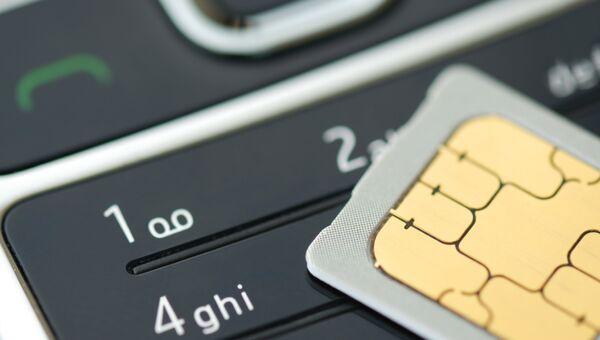SIM-карта и мобильный телефон, архивное фото