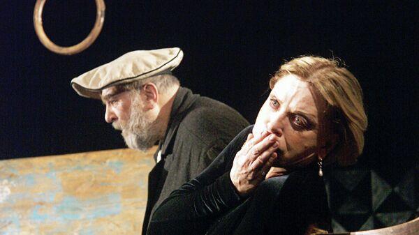 Л.Максакова и А.Петренко в спектакле Вишневый сад в постановке Э.Някрошюса