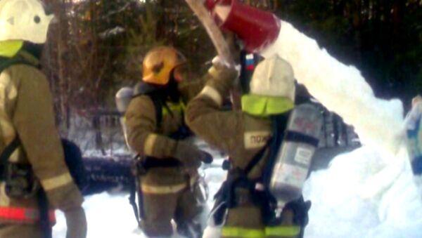 Спасатели работают на месте жесткой посадки самолета Ан-2 в ХМАО