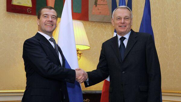 Председатель правительства РФ Дмитрий Медведев (слева) во время встречи с премьер-министром Франции Жан-Марком Эйро