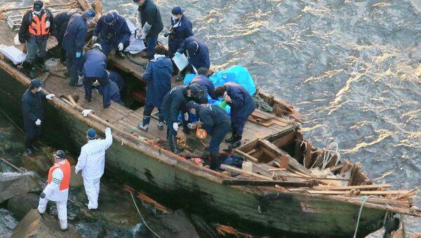Лодку с пятью погибшими гражданами КНДР прибило к берегам Японии