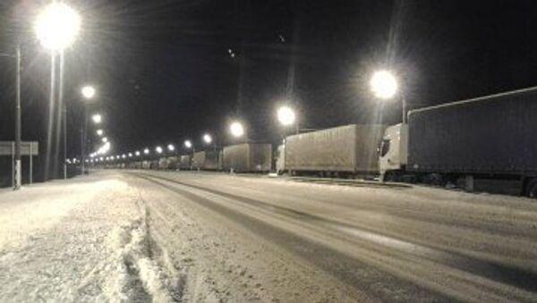 Многокилометровая пробка более суток сохраняется на трассе Россия