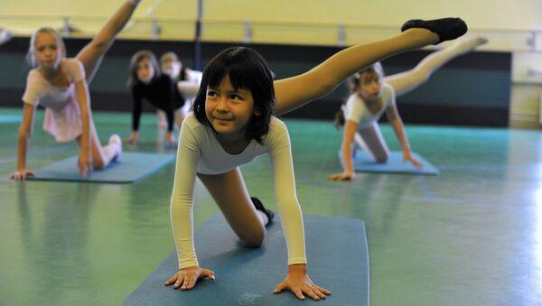 Занятия по гимнастике, архивное фото