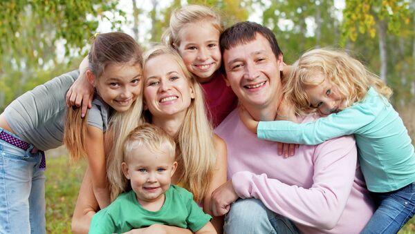 Многодетная семья. Архивное фото