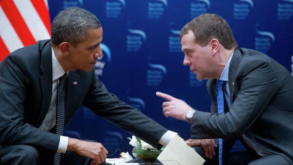 Премьер-министр РФ Дмитрий Медведев и экс-президент США Барак Обама. Архивное фото