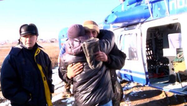 Вертолет забрал рыбаков, просидевших неделю во льдах
