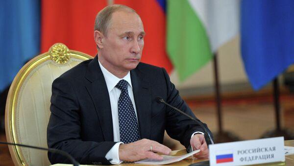 Президент России Владимир Путин на встрече в Кремле глав государств - членов ОДКБ в узком составе