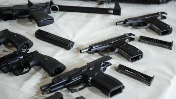 Пистолеты, архивное фото