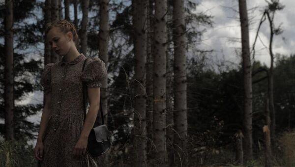 Кадр из фильма Лоре режиссера Кейт Шортленд