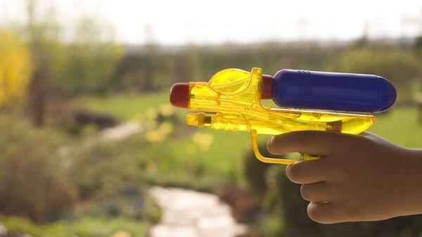 Игрушечный водяной пистолет