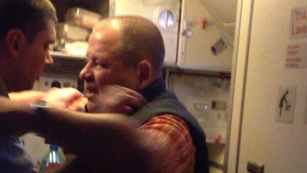 Дебошир на рейсе Москва-Хургада: ударил стюарда и разбил нос пассажиру
