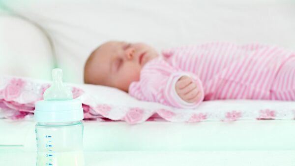 Новорожденный ребенок, архивное фото