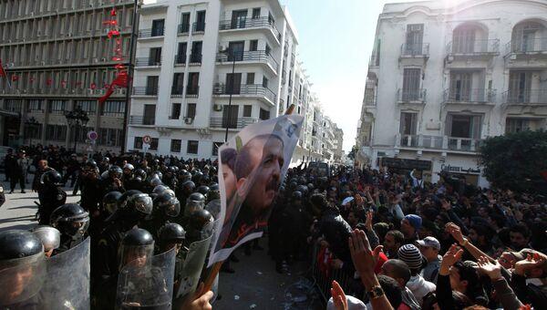 Cтолкновения протестующих с полицией в Туниисе, вызванные убийством деятеля оппозиции Шукри Бельида