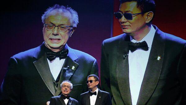 Гонконгский режиссер Вонг Кар-Вай и директор Берлинале Дитер Косслик открывают международный кинофестиваль Берлинале-2013