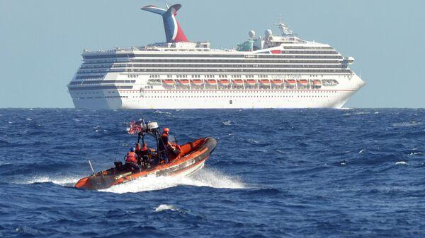 Круизный лайнер Carnival Triumph