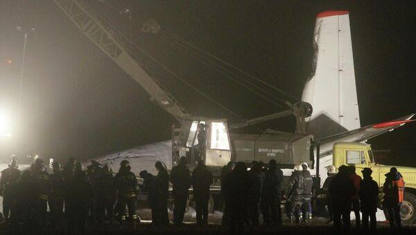 Спасательные работы на месте аварии Ан-24 под Донецком