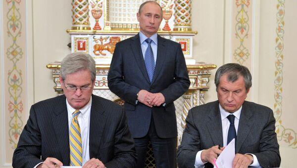 В.Путин на подписании документов между Роснефтью и ExxonMobil