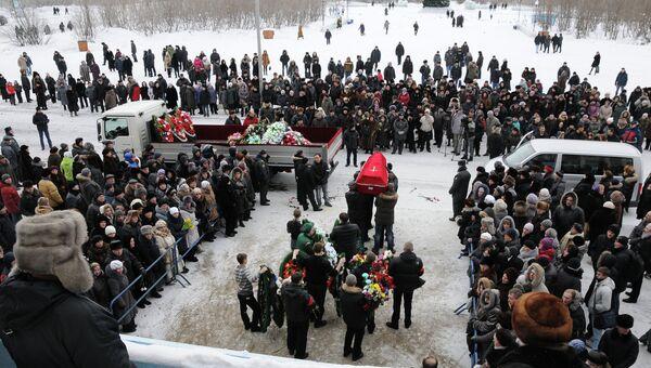 Похороны горняков, погибших на шахте Воркутинская в Коми