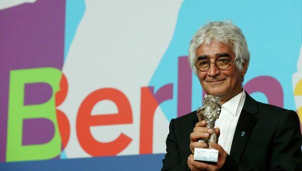 Приз за лучший сценарий отправился к знаменитому иранскому режиссеру Джафару Панахи. На фото Камбузия Партови