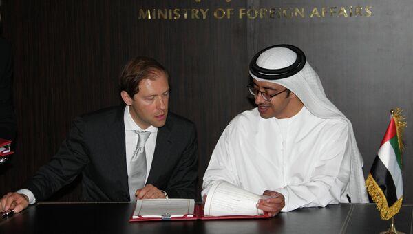 Министр промышленности и торговли РФ Денис Мантуров (слева) и министр иностранных дел ОАЭ Абдалла бен Заид Аль Нахайян
