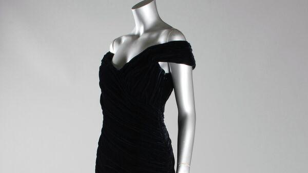 Платье из коллекции принцессы Дианы на аукционе Kerry Taylor Auctions