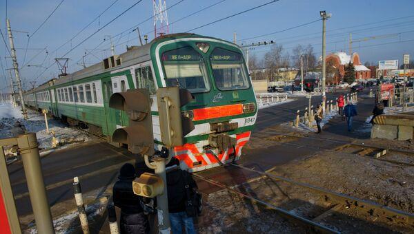 Переход и переезд через железнодорожные пути, архивное фото