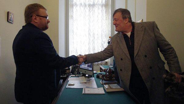 Встреча актера Стивена Фрая и депутата Виталия Милонова