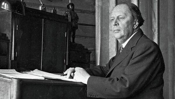 Писатель Алексей Толстой