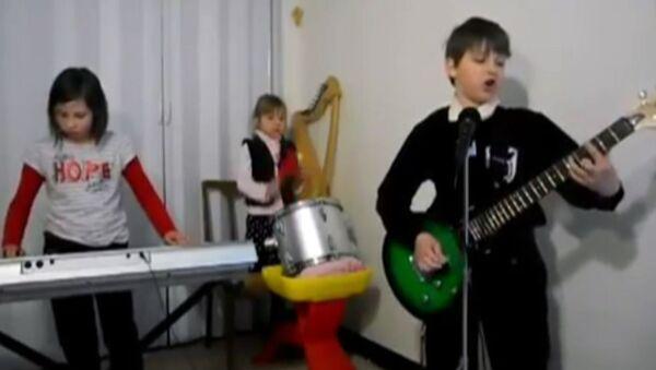 Дети спели хиты Metallica, Rammstein и Michel Telo и взорвали интернет