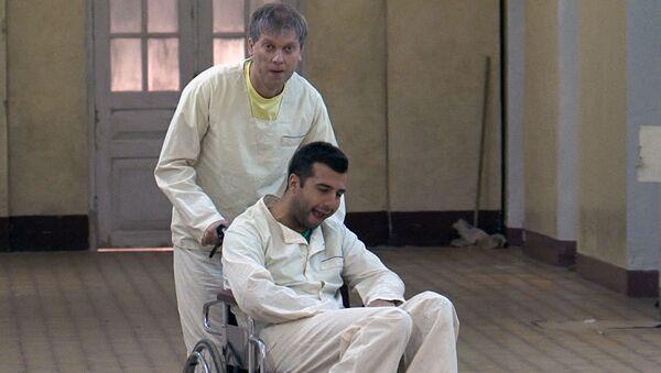 Ургант и Светлаков попали в психбольницу: кадры со съемок фильма Елки-3
