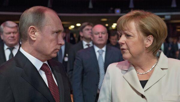 Президент России Владимир Путин и канцлер ФРГ Ангела Меркель, архивное фото