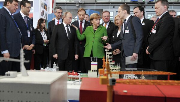 Президент России Владимир Путин и канцлер Германии Ангела Меркель на открытии Международной промышленной ярмарки Ганновер-2013
