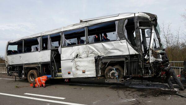 Автобус, упавший с моста в Бельгии