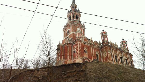 Сползание грунта произошло рядом с Никольским собором в Можайском районе Подмосковья