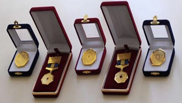 Медали лауреатов и почетных спонсоров АБС-премии