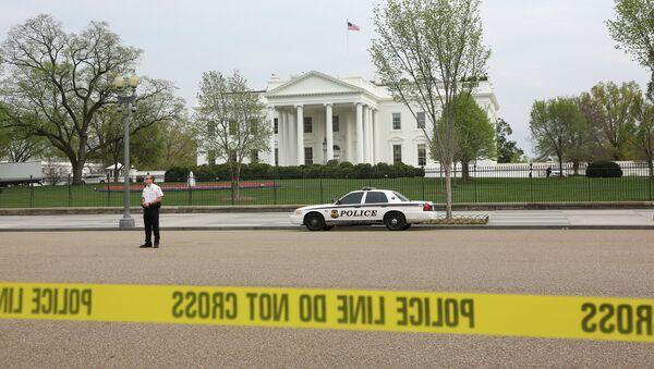 Оцепление у здания Белого дома в Вашингтоне. Архив