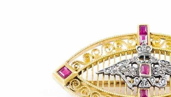 Украшенная алмазами и рубинами Кабинетская брошь начала ХХ века из мастерской Фаберже