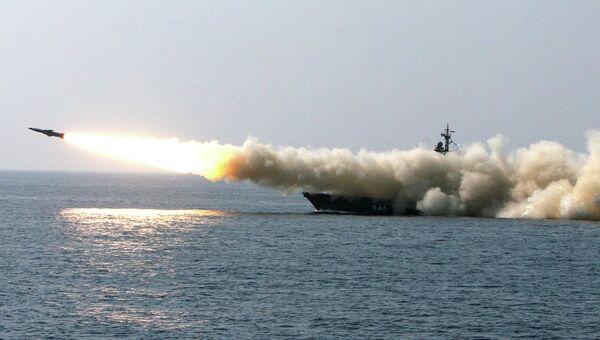 Ракетные стрельбы на учениях на кораблях ТОФ. Архивное фото