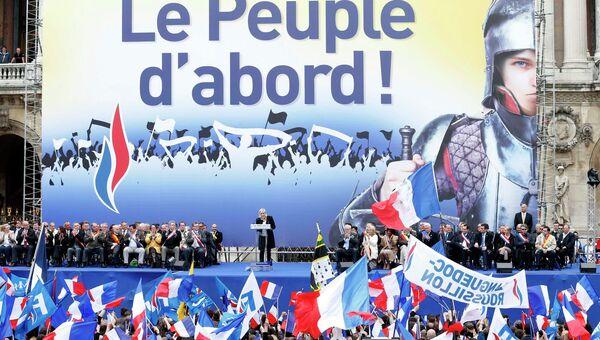 Французский Нацфронт на первомайском шествии в Париже