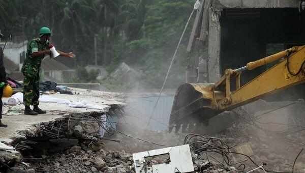 Разбор завалов на месте обрушения здания в Бангладеш