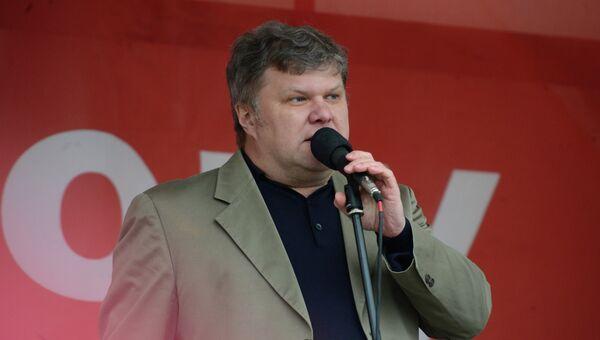 Сергей Митрохин выступает на митинге оппозиции на Болотной площади в Москве