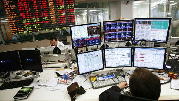 Рынок акций РФ колеблется ниже уровней закрытия четверга