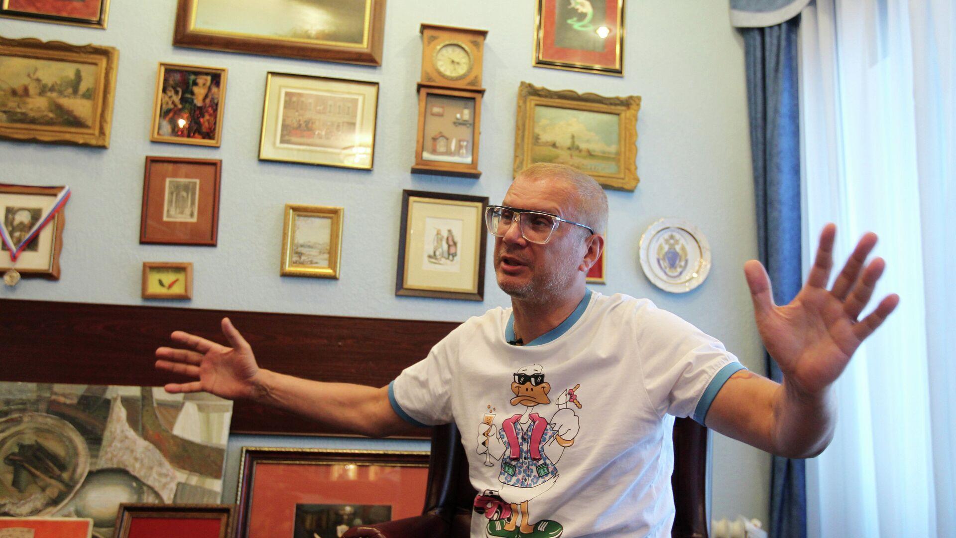 Бывший депутат Государственной Думы, лидер группы Пилигрим Андрей Ковалев в своем доме - РИА Новости, 1920, 09.09.2021